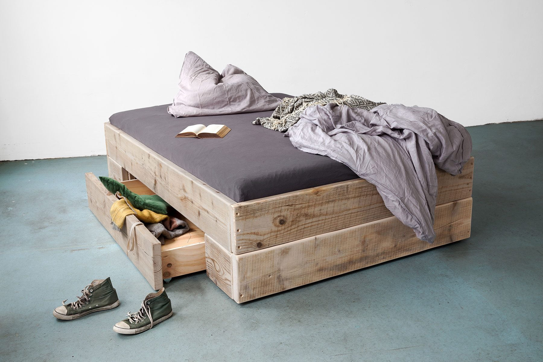 Stauraum bett großes Bett Doppelbett Ehebett Bettkasten Schubladen Massivhoz ales bauholz UpCycle Berlin