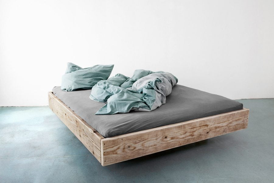 UpCycle-Berlin-FLOAT-Massiv-Holz-Bett-schwebend