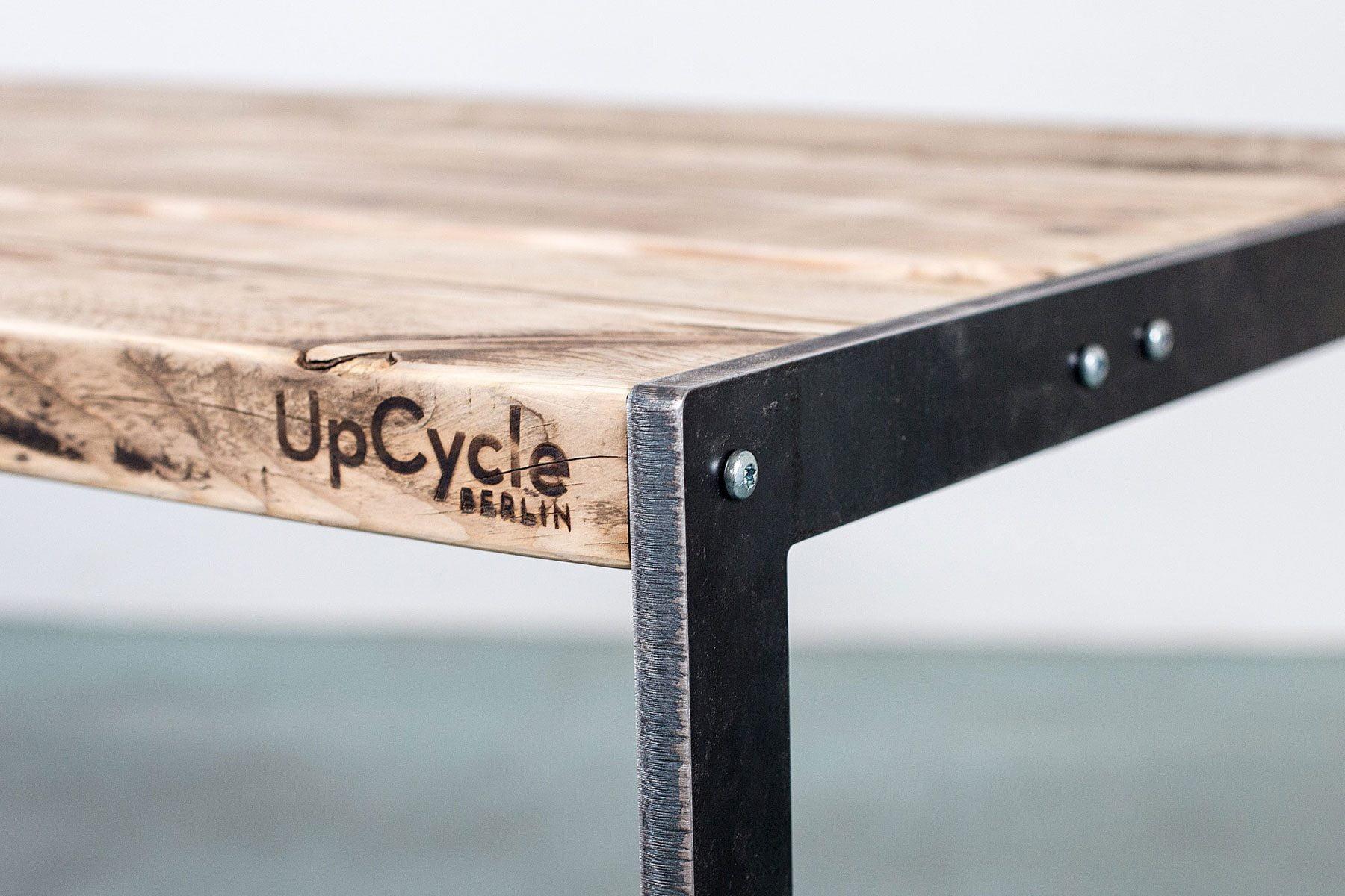 Deign Tisch im Industiral Stil Look altes Massivholz Bauholz nach Mass UpCycle Berlin Plate Detail Altholz