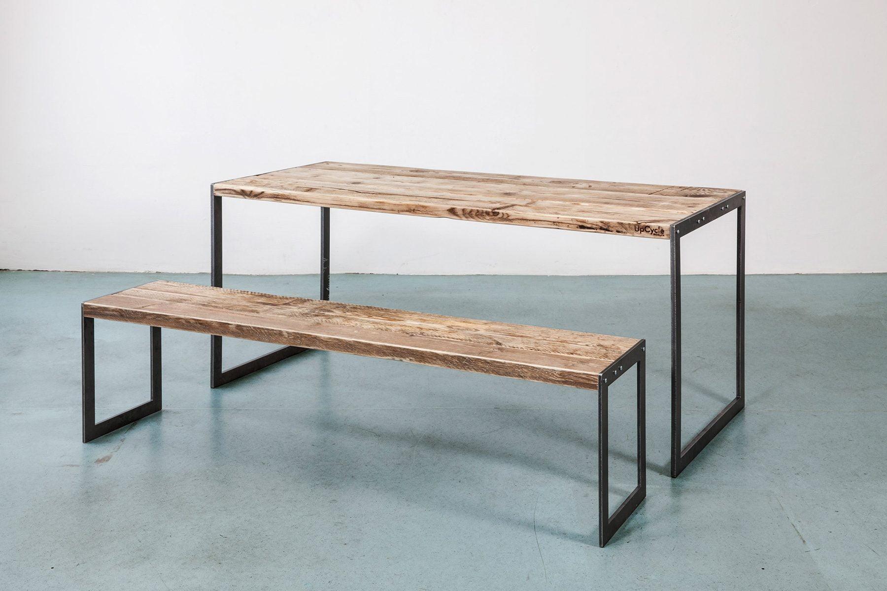 Deign Tisch im Industiral Stil Look altes Massivholz Bauholz nach Mass UpCycle Berlin Plate Sitzbank