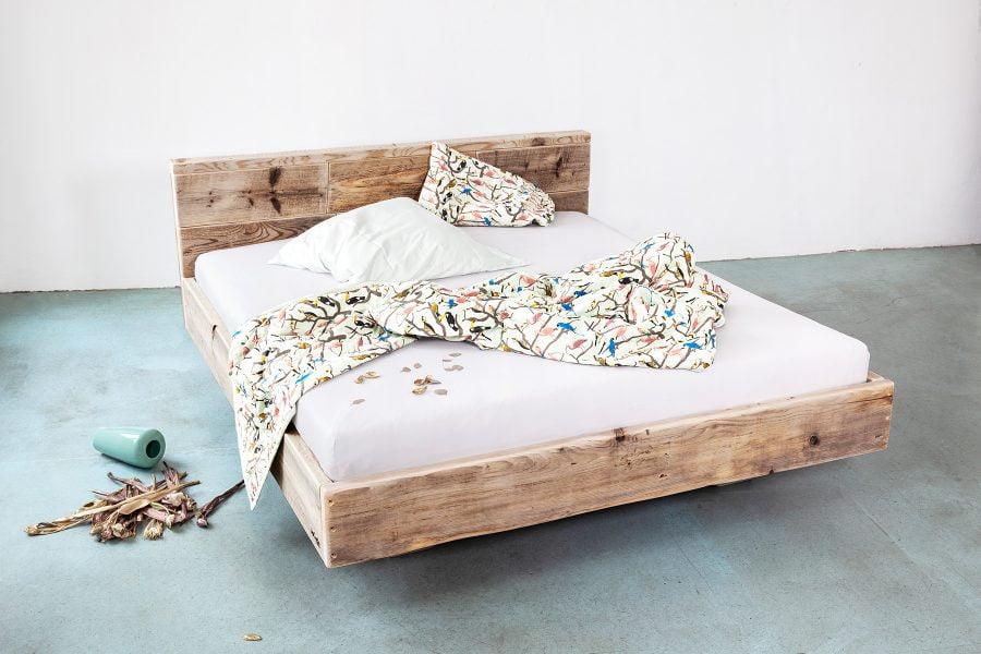 Schwebendes Bett Doppelbett Ehebett Massivholz FLAOT UpCycle Berlin
