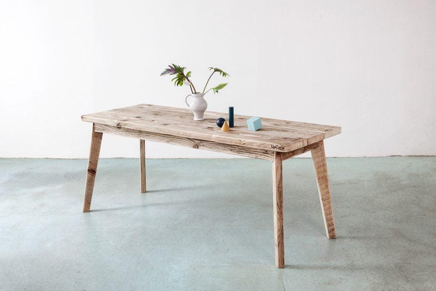 Massivholztisch aus bauholz nach Maß UpCycle Berlin